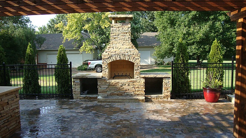 Outdoor Sitting Area and Fireplace